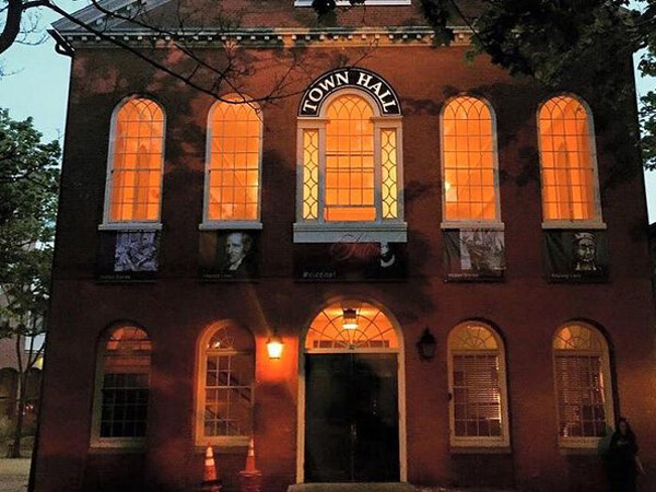 Salem: Haunt and History Guided Night Tour (US)
