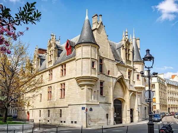 Le Marais Treasure Hunt - Kids & family Tour